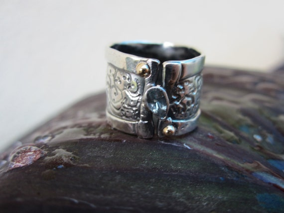 Silver Hammered Ring with An Aquamarine Gemstone