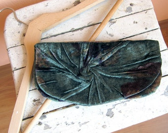 Elegant and Retro Aristocratic Clutch Bag in green silk velvet plush, Unique, Handmade clutch