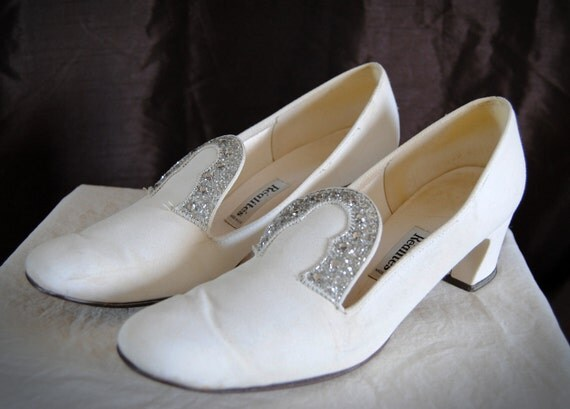 SALE Vintage 1960's Rhinestone Encrusted White Shoes Wedding Evening Wear // Sixies Sparkle // Size 9 N or 8-8.5 W