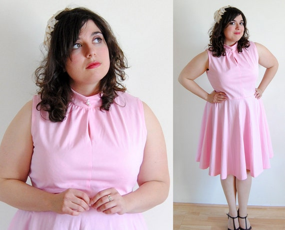 Plus Size Vintage 1960's Dress Pink Circle Skirt with High Collar and Key Hole Bodice // Cupcake Dress Summer Fashion // Size 14 XL