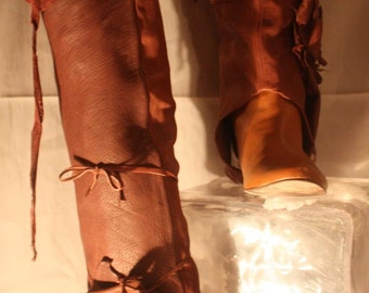 showdiva designs Knee High Leather Spats with Sculpted Roses Boots to Bare Feet Toppers
