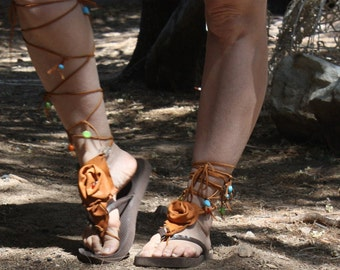 showdiva designs Barefoot Contessa Beaded Knee High Leather Shoe Flip Flop CoVeR UP Spat n Bracelet with Sculpted Flower