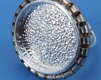 ON   sale  10 pcs silver tone circular Adjustable Blank tray Ring-hr61