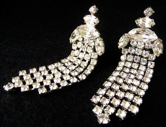 Vintage formal wedding rhinestone clip earrings | shoulder duster earrings | unsigned | Weiss style