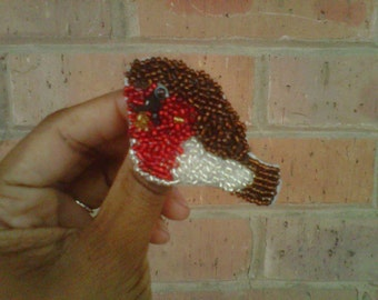 cHiRp - a hand beaded brooch