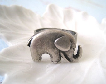Elephant ring. antique silver elephant ring. adjustable ring. friendship ring. birthday gift. everyday ring