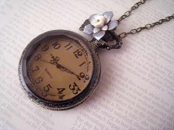 Vintage Style Pocket Watch with Flower Necklace