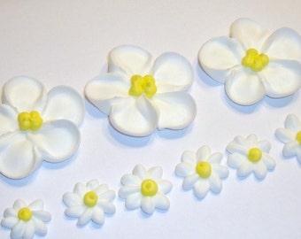 lot of 100 Sugar Flowers royal icing