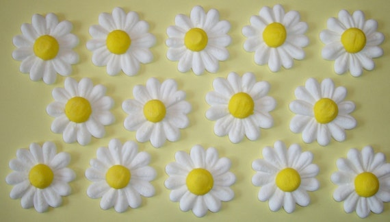 LOT of 100 Royal Icing daisies for Cake Decorating