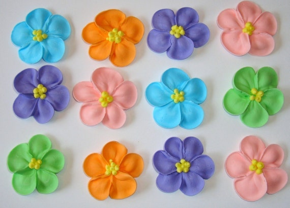 how to make royal icing flowers for wedding cakes lot of 100 royal icing flowers for cake decorating 15982