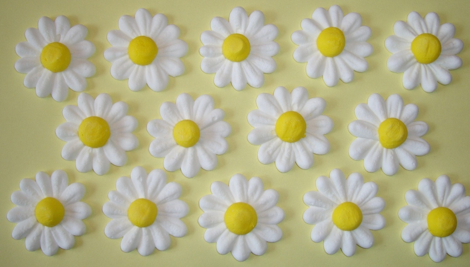 Cake Decorating How To Make Daisies : LOT of 100 Royal Icing daisies for Cake Decorating