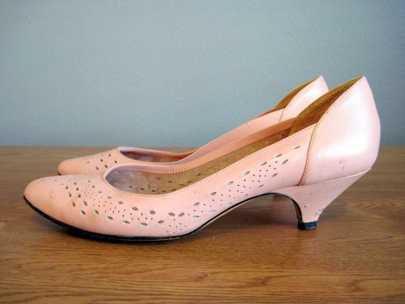 Kitten Heel Vintage Pink Low Pastel Shoes by InTheHammockVintage