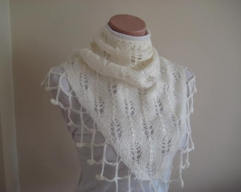 Ivory Neckwarmer - Cream Scarf - Knit Foulard - Warm Soft Triangle - Winter accessories - Christmas Gift for Her for mom for mum for girls