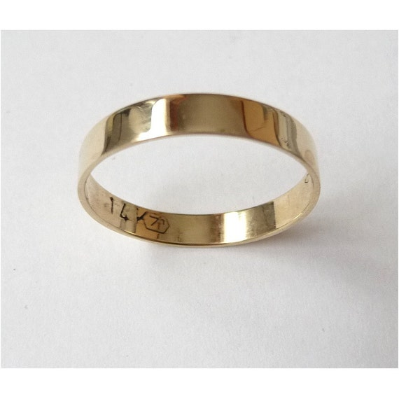 Traditional flat ring band