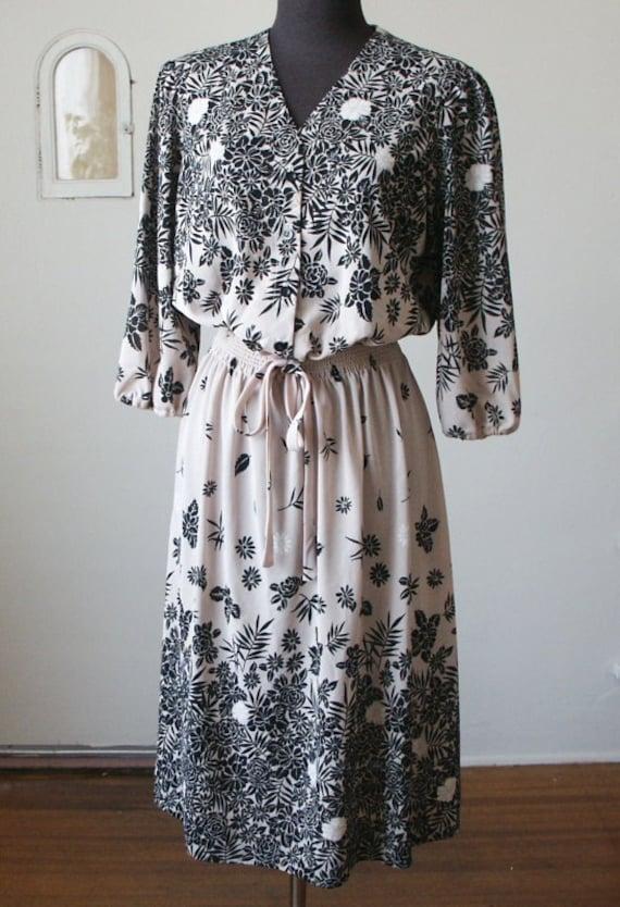 Vintage 1970's Dress, GORGEOUS Graphic Floral, Black with Cream, Women's Medium