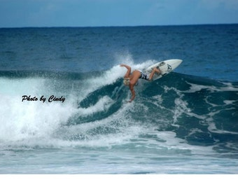 Surfing the Banzai Pipeline 4