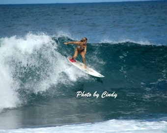 Surfing the Banzai Pipeline 3