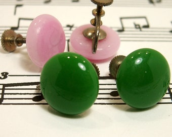 Instant Collection Two Pair Vintage Screw Back Earrings Pastel Pink Emerald Green