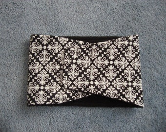 Soft dog belly band with white and black diamond pattern