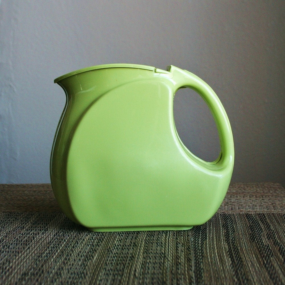Retro Plastic Green Water Pitcher Wata Kanta Los by sariloaf