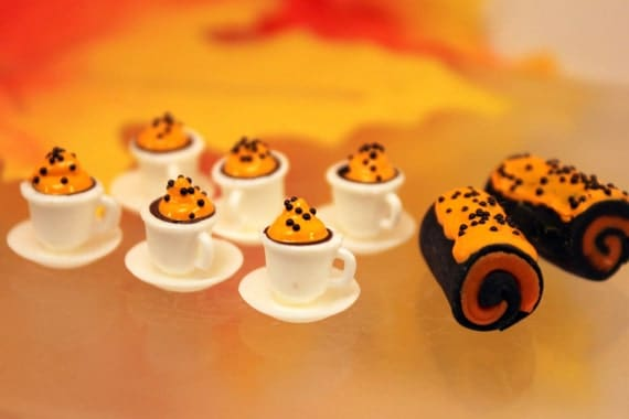 Miniature Halloween Treats 6 Pumpkin Latte 2 Cake Rolls