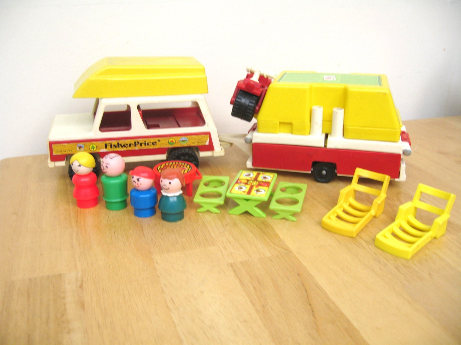 vintage fisher price pop up camper set. Black Bedroom Furniture Sets. Home Design Ideas