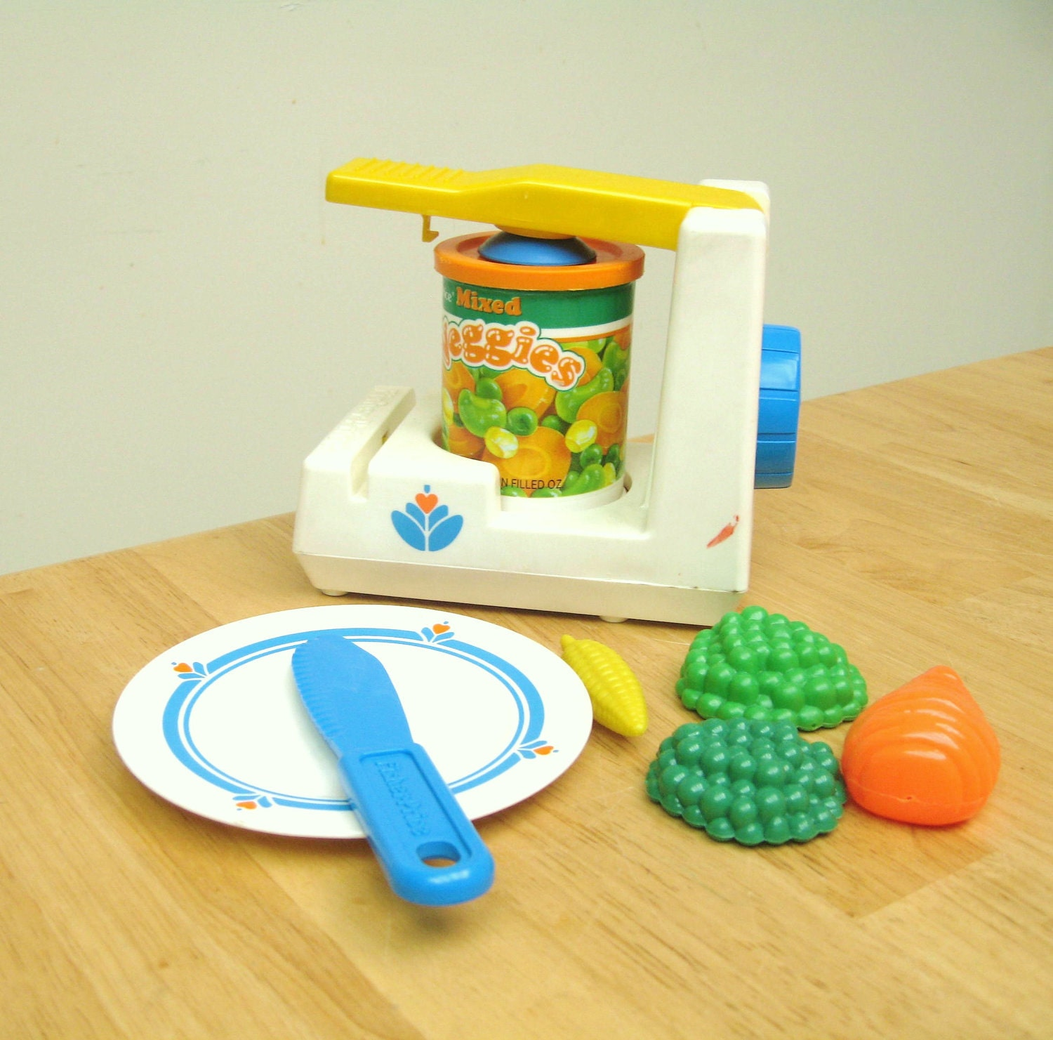 Playskool Toy Food : Vintage fisher price fun with food can opener