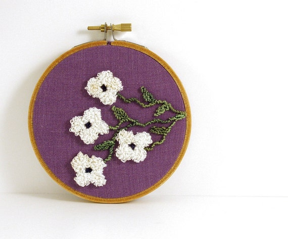 White Flowers and Vines Punch Needle Embroidery Hoop Wall Art. Spring Home or Cottage Decor. White, Purple, Amethyst, Green. HarpandThistle