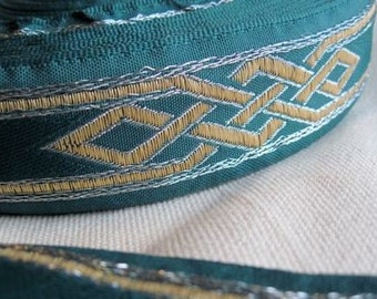 Celtic Dragon Knot ribbon Trim in YELLOW and SILVER on green