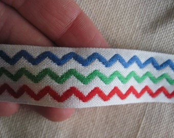 ZIG ZAG ribbon in Red Green and Blue on White