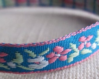 small GARDEN ribbon in White and Pink on Blue