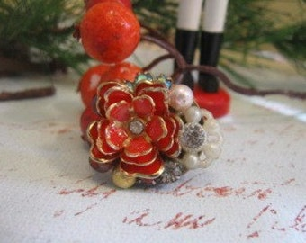 The Single Vintage Red Rose vintage  assemblage ring