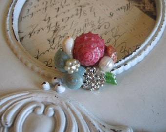 By ThE sEa...vintage assemblage ring