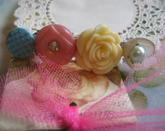Carly.vintage assemblage old ooak button and flower barrette