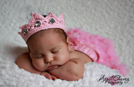 3-6 Month Princess Tiara Crown pattern, great photo prop or gift