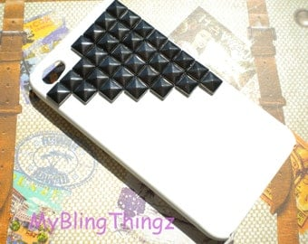 Gunmetal Pyramid Studs on Bright White Case Cover for Apple iPhone 4 4G 4S AT&T Verizon Sprint