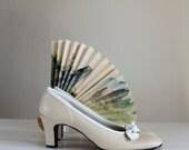 Sale - Vintage 1960s Pumps. Beige White. Heels. Mad Men Fashion. Office Fashion. Weddings. Fall Fashion. Spring Fashion. Size US 8