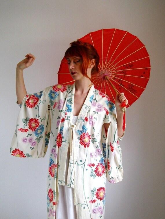 1960s Kimono. Geisha. Asian. Floral Print. Spa Fashion. Evening Wear. Boho. Hipster Valentine