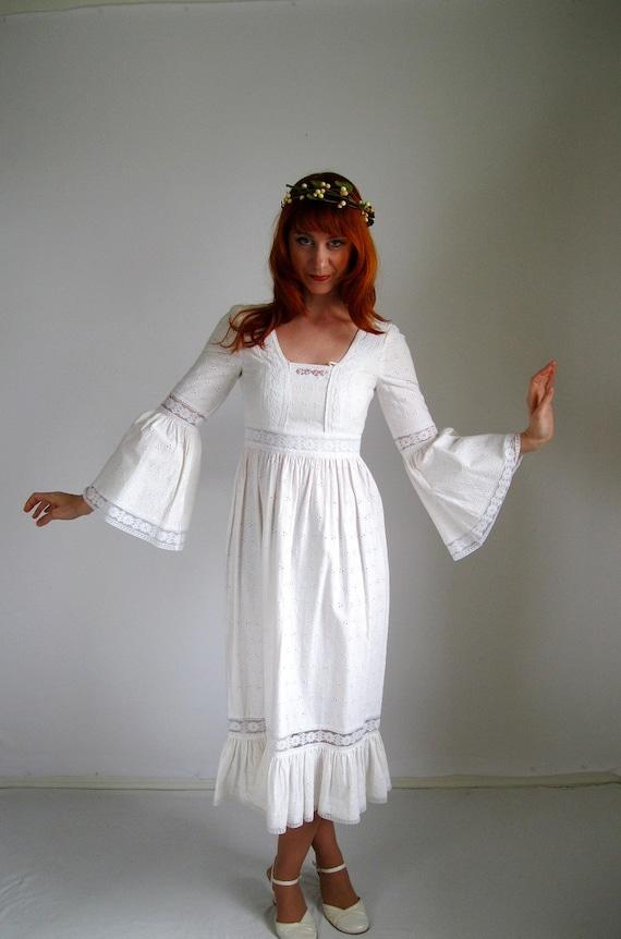 Sale- 1960s Dress. White Dress. Lace Dress. Hipster. Boho. Lace Wedding Dress. Hippie Wedding. Edwardian. Spring Fashion