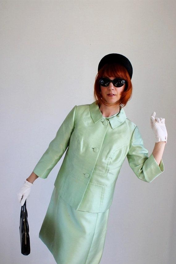 Sale  - Vintage 1960s Mint Green Dress Suit.  Mad Men Fashion. Office Fashion. Fall Fashion. Weddings. Pastel. Spring Fashion. Size Large
