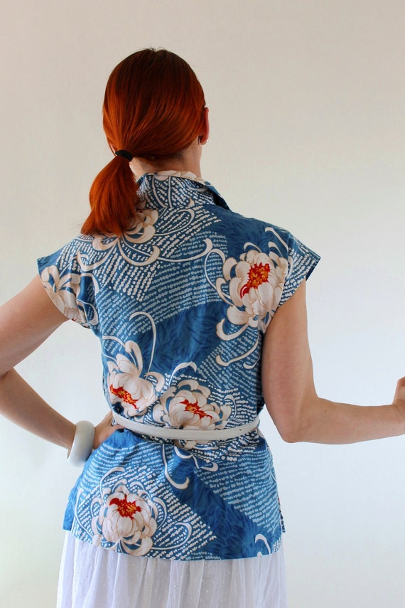 CLEARANCE-1970s Floral Blouse. Blue White. Tropical. Office. Summer Fashion. Spring Fashion. Beach Resort.. Size Large