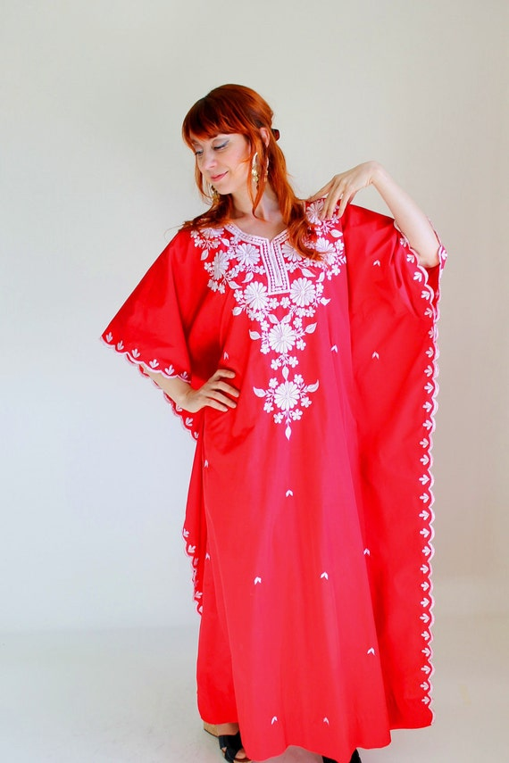 1960s Caftan. Red White. Beach Cover Up. Resort. Mad Men Fashion. Summer Fashion. Vacation.  Size Large