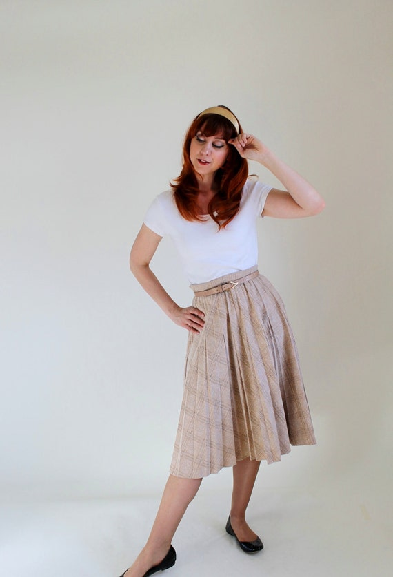 Sale - Vintage 1970s Pleated Skirt. Beige Brown Plaid. Mad Men Fashion. Office Fashion. Summer. Fall Fashion. Back To School. Size Large