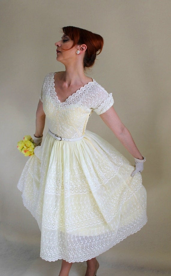 1950s Pastel Yellow Lace Party Dress. Mad Men Fashion. Garden Party Dress. Weddings. Summer Dress. Size Small