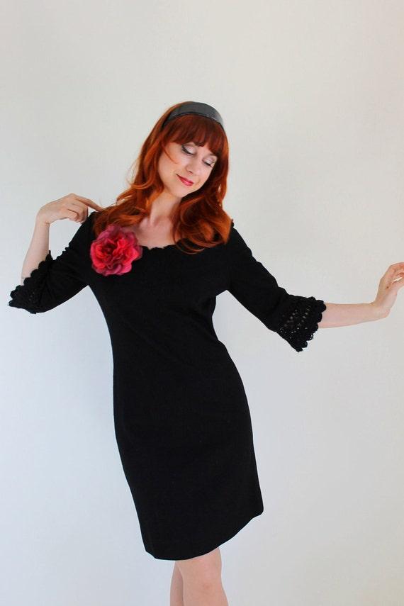 Sale - 1960s Black Dress. Wool. Cocktail Dress. Audrey Hepburn. Mad Men Fashion. Office Fashion. Fall Fashion. Spring Fashion. Size Large