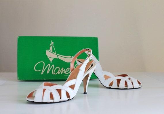 1950s White Sandals Pumps. Kitten Heels. Open Toe. Resort. Weddings. Mad Men. Office. Summer. Size US 7 1/2 Medium
