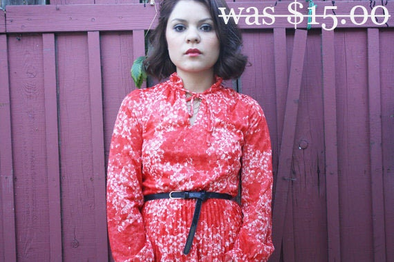 30% off All shades of poppy 1970s vintage dress