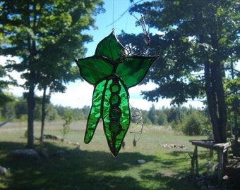 pea pods stained glass suncatcher