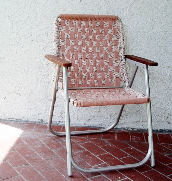 Vintage 1960s Folding Lawn Chair Dusty Pink Wooden Arm