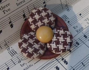 BUTTON FLOWER BROOCH, Brown and White Plaid, Vintage Covered and Wood Button Jewlery